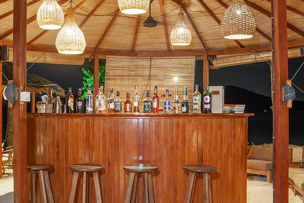 Beach Bar - Kuda Laut Dive Resort, Siladen